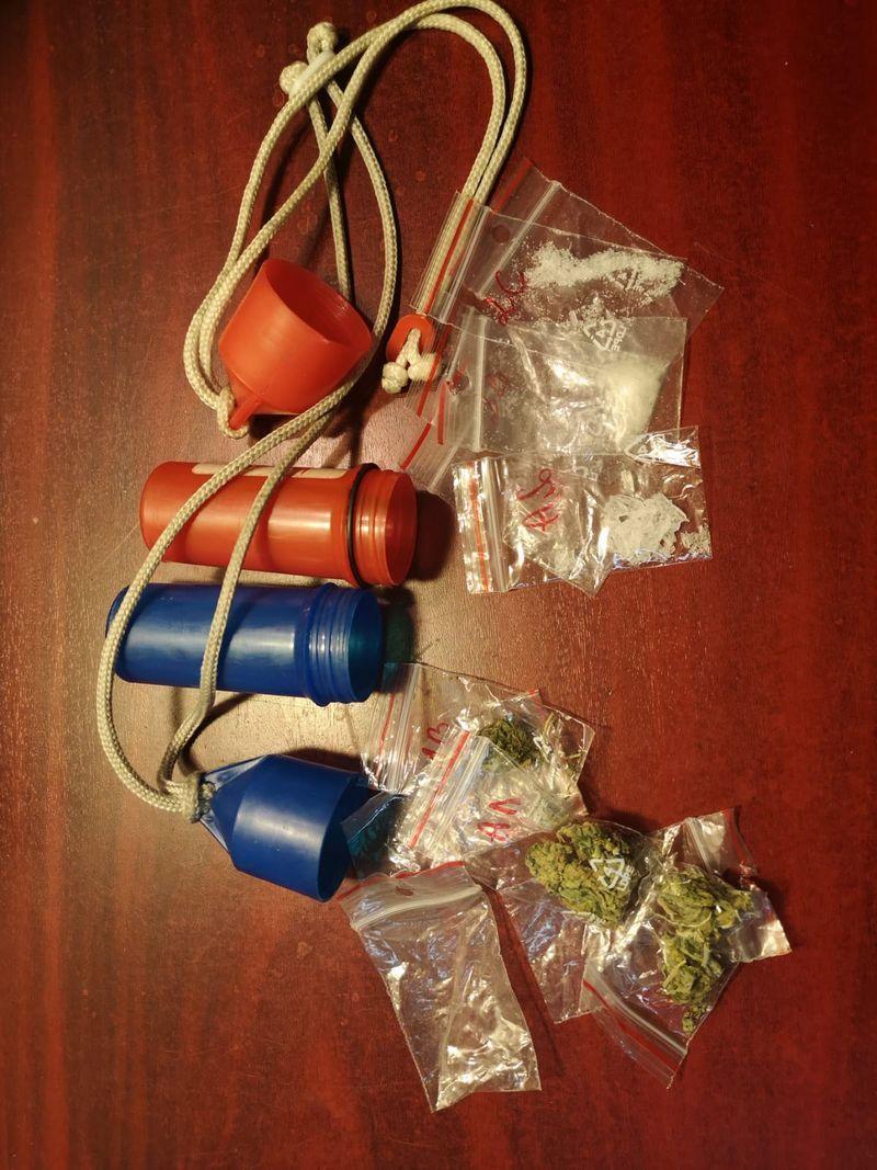 Podgórzyn: Kierowca z zakazem, narkotykami i na dodatek poszukiwany