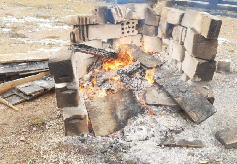 Jelenia Góra: Pracownicy budowy spalali odpady
