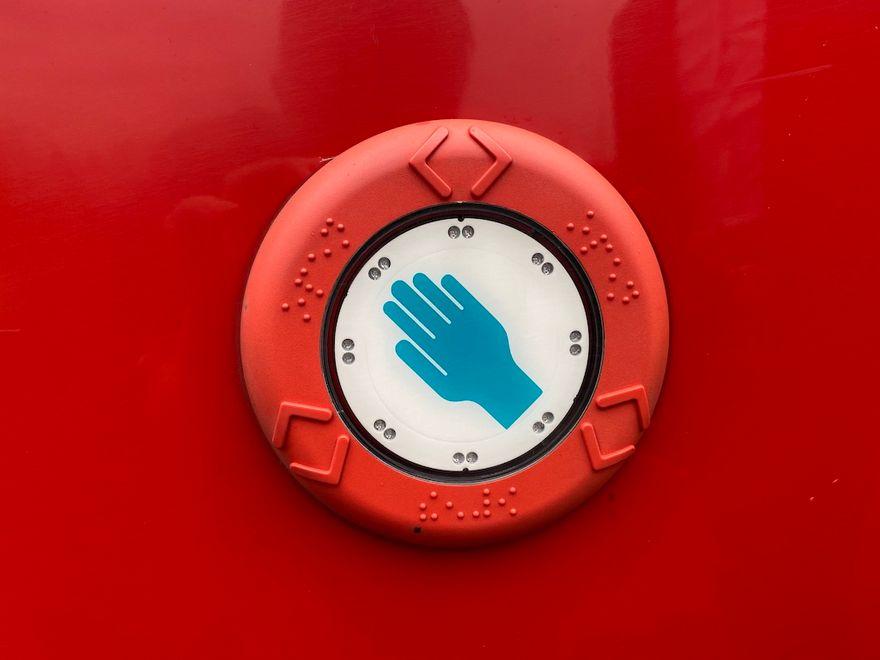 Jelenia Góra: Teraz kierowcy otwierają drzwi w autobusach MZK