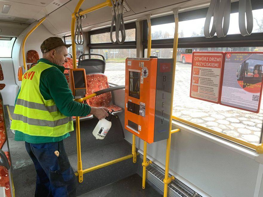 Jelenia Góra: Autobusy odkażane