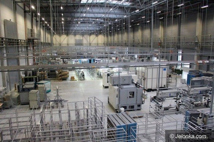 Jelenia Góra: Draexlmaier wstrzymuje produkcję i wspiera szpital