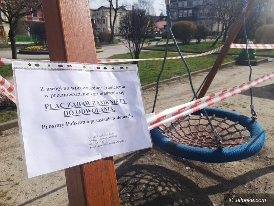 Jelenia Góra: Place zabaw i siłownie zewnętrzne otaśmowane