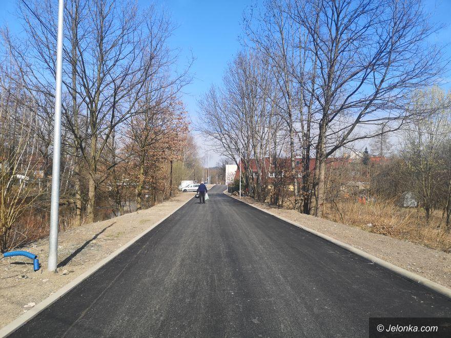 Jelenia Góra: Nadbrzeżna już z asfaltem