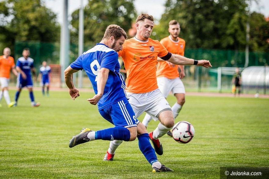 Jelenia Góra/Kraj: Na piłkarskie granie musimy poczekać