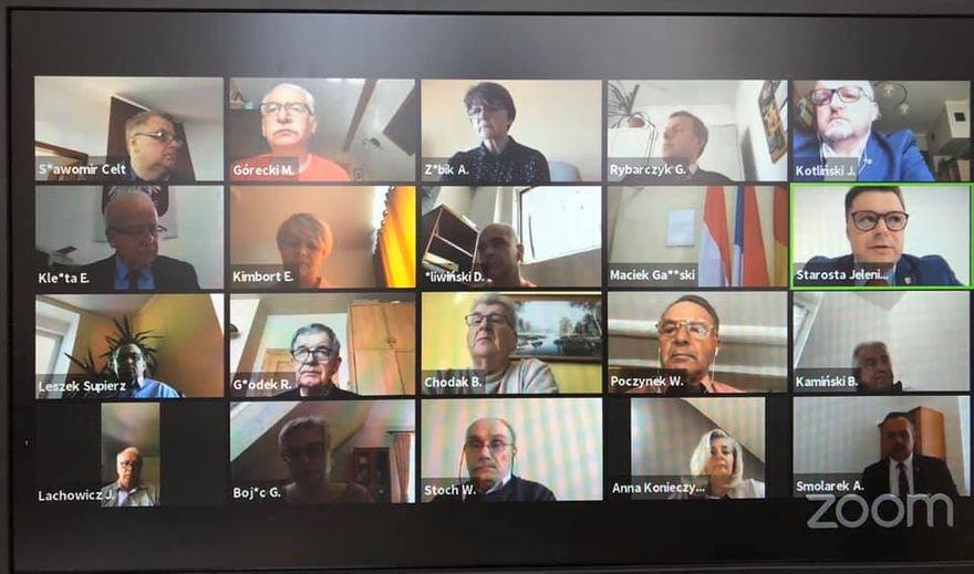 Powiat: Radni debatowali zdalnie