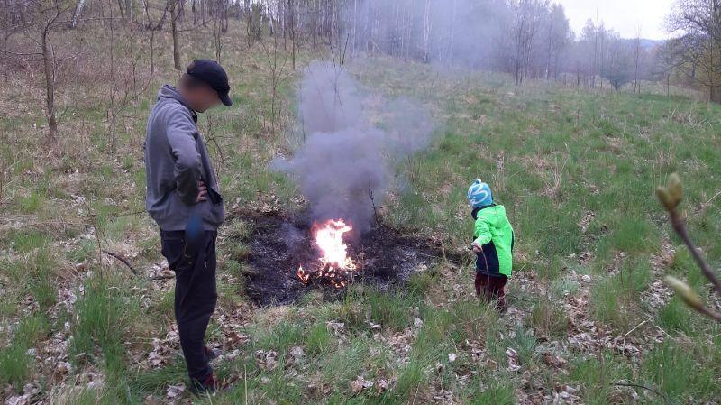 Jelenia Góra: Pojechali z dzieckiem wypalać kable