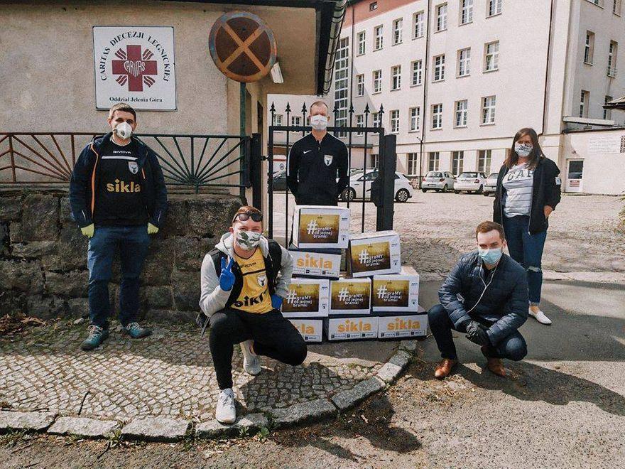 Jelenia Góra: Przekazali dary dla ZOL–u