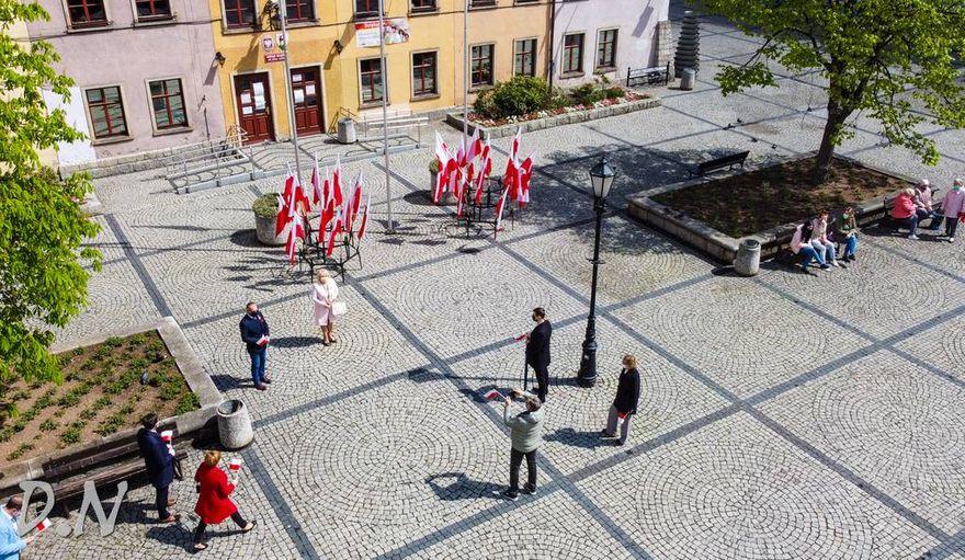 Jelenia Góra: Skromne święto flagi
