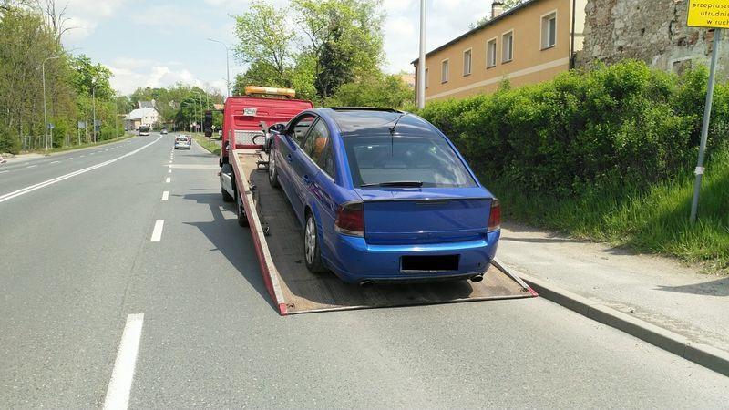 """Jelenia Góra: """"Pirat"""" poniesie karę, samochód trafił na parking"""