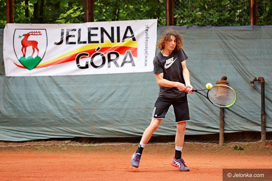 Jelenia Góra: Czołowi tenisiści sparowali na jeleniogórskich kortach