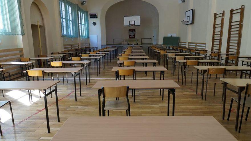 Lwówek Śląski: Wizyta władz Powiatu Lwóweckiego w szkołach powiatu