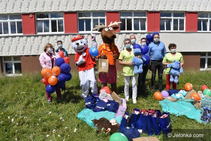 Jelenia Góra: Nieśli radość małym pacjentom w szpitalu