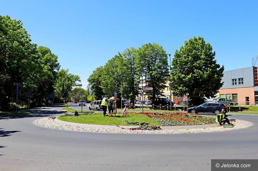Jelenia Góra: Ozdobili rondo na znak partnerstwa z Cervią