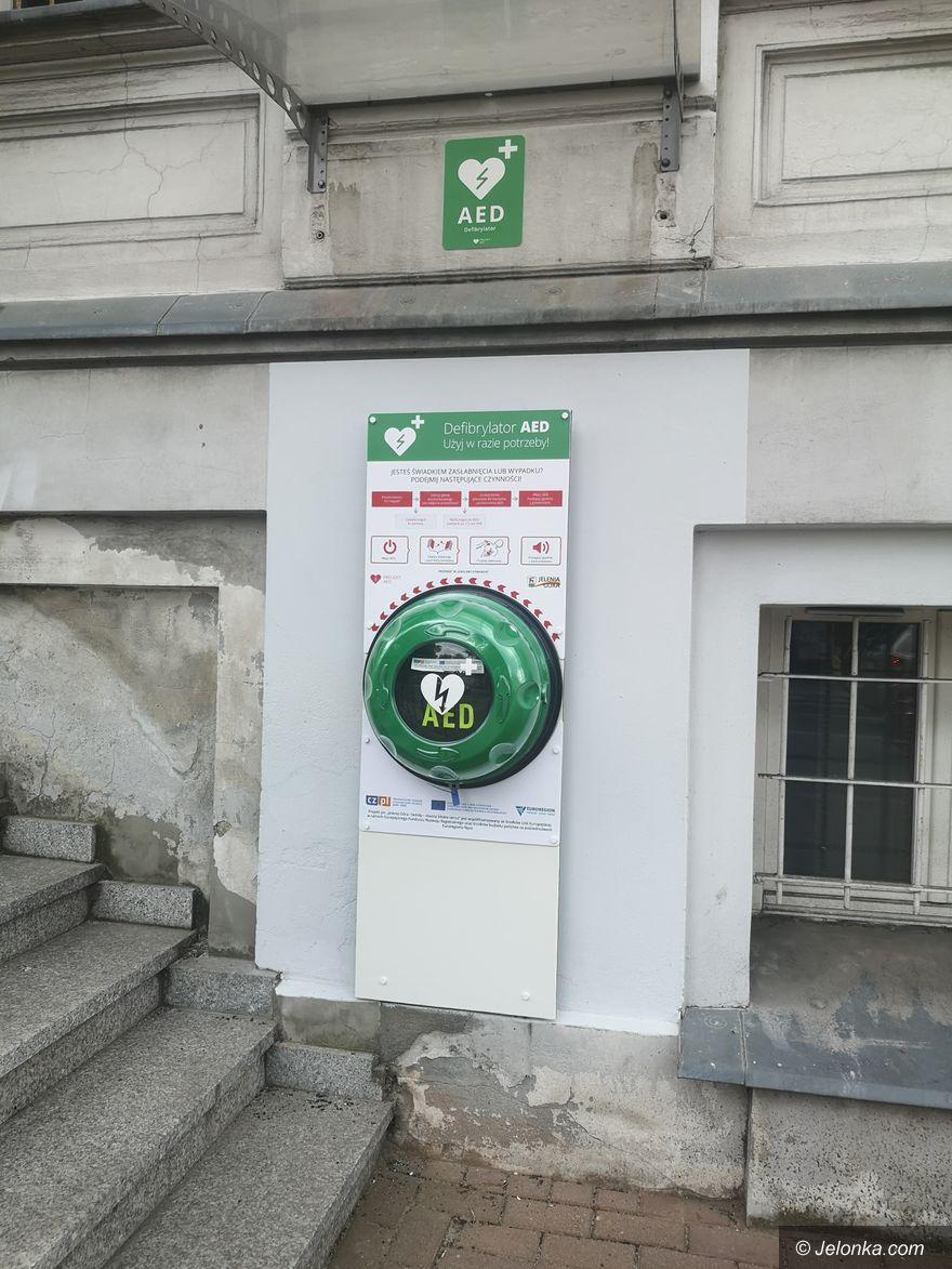 Jelenia Góra: Kolejne defibrylatory w przestrzeni publicznej