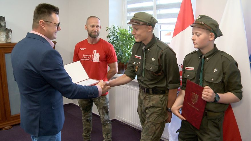 Jelenia Góra: Starosta wyróżnił dwóch nastoletnich harcerzy
