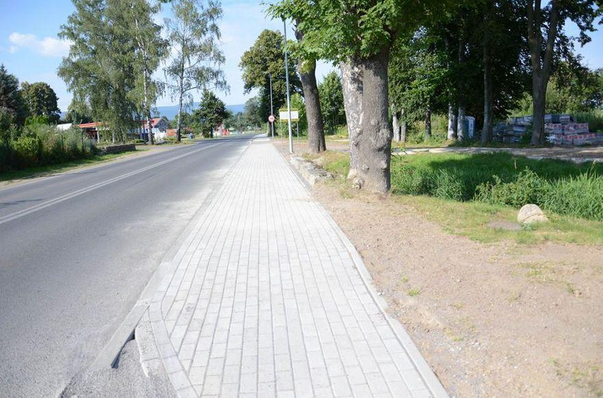 Mirsk: Trwają prace przy budowie chodnika w Mirsku