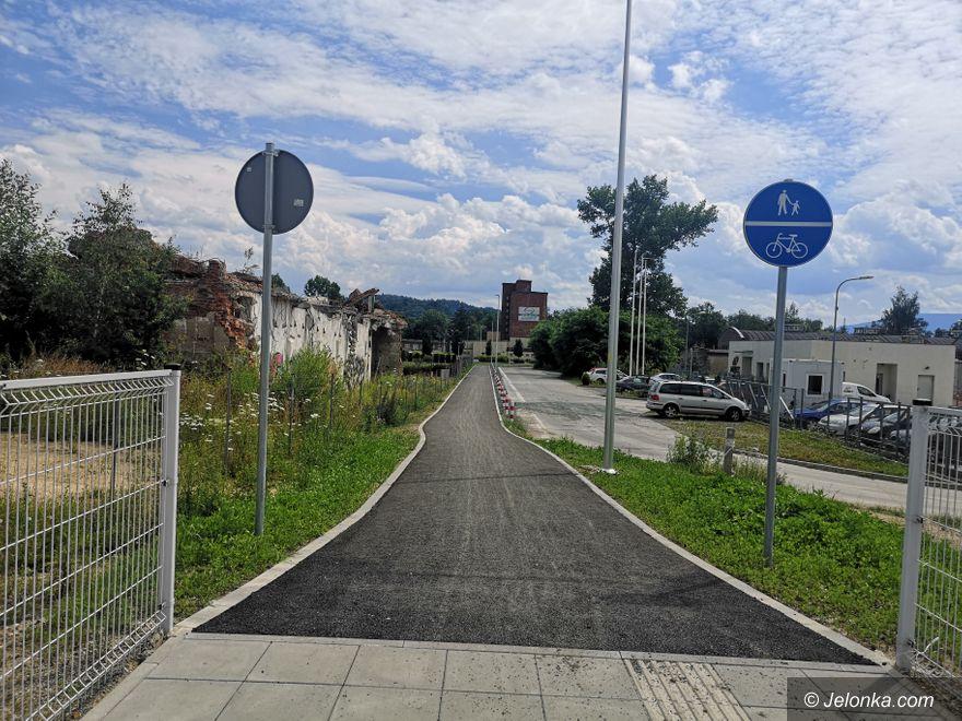 Jelenia Góra: Chodnik z Karola Miarki gotowy
