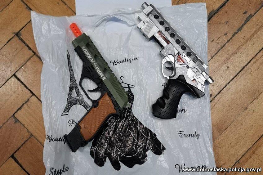 Bolków: Napastnik groził nastolatce atrapą broni