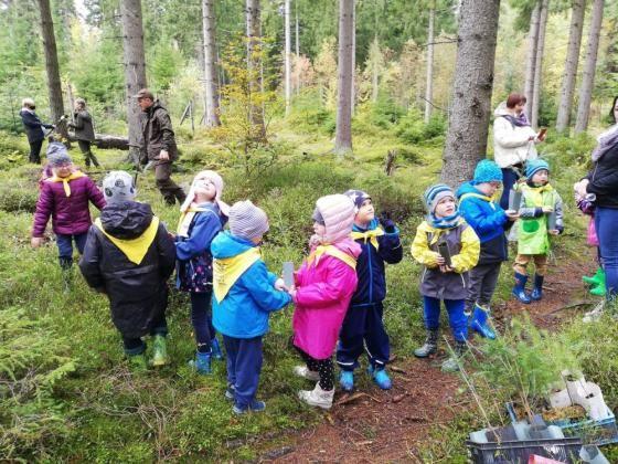 Szklarska Poręba: Dzieci sadziły drzewka