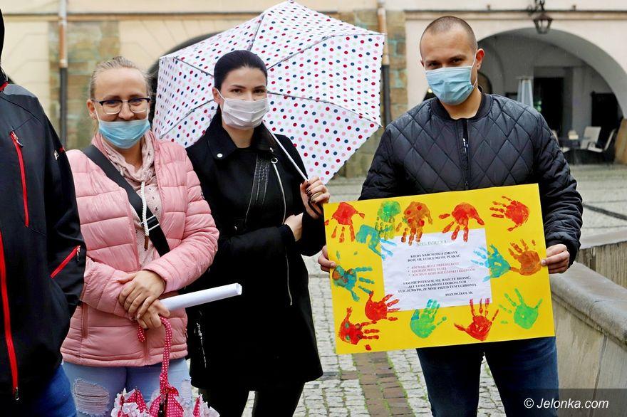 Jelenia Góra: Rodzice przedszkolaków domagają się spotkania z prezydentem