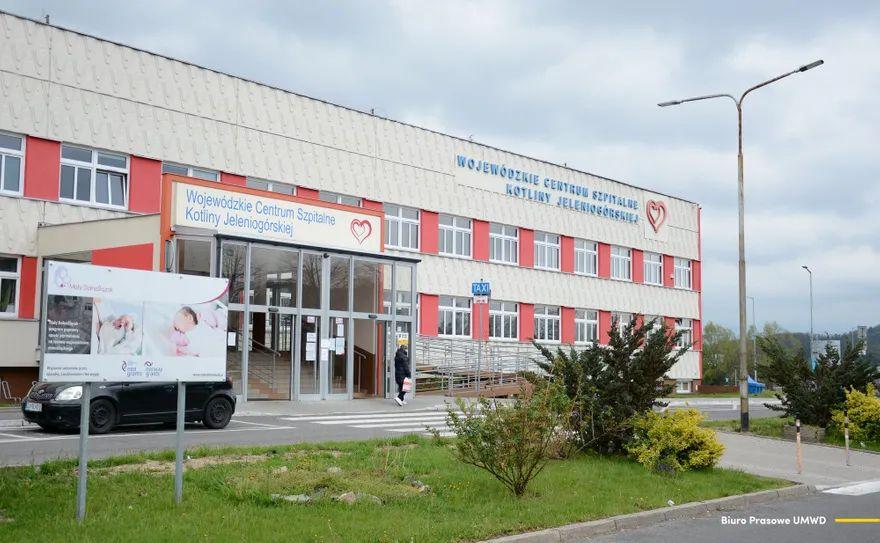 Jelenia Góra: Kolejne ogrzewane kontenery przed SOR–em