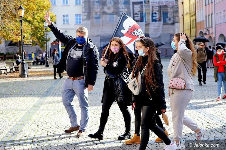 Jelenia Góra: Protest kobiet trwa