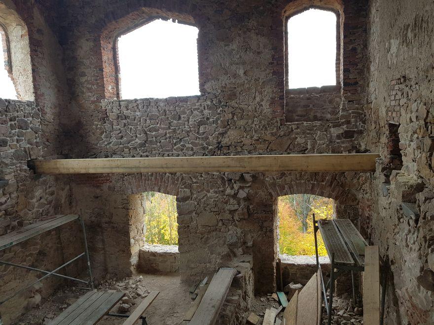 Staniszów: Trwa remont zamku