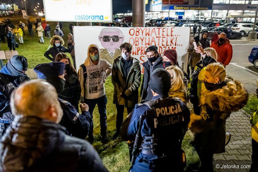 Jelenia Góra: Policjanci zmienili podejście do strajków
