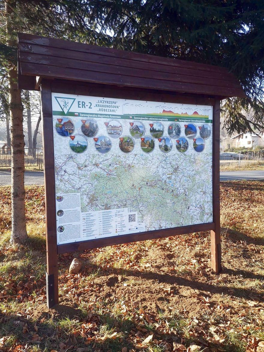 Podgórzyn: Tablice z rowerowym szlakiem Liczyrzepy