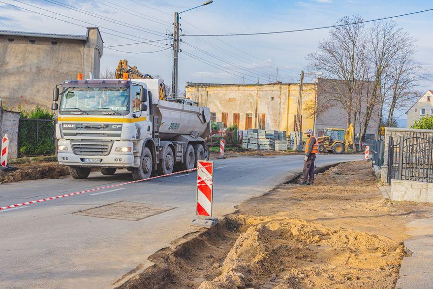 Jawor: Trwa remont chodników