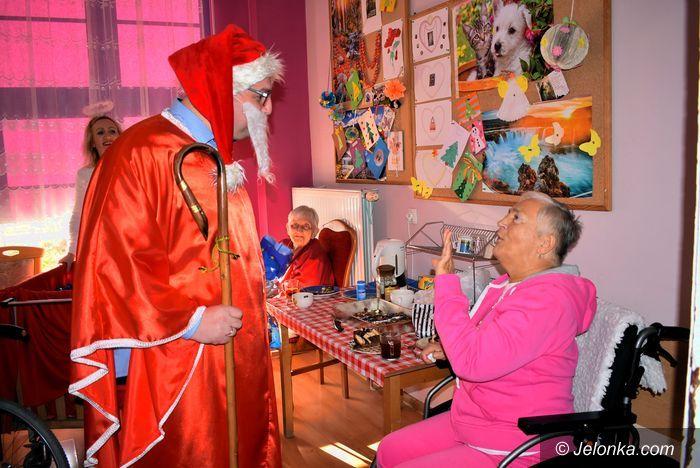 Jelenia Góra: Mikołaj odwiedził seniorów  w ZOL–u
