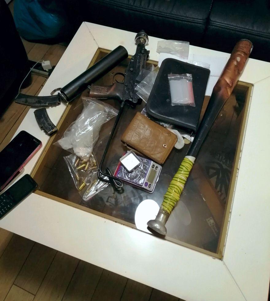 Region: Mundurowi przejęli arsenał broni i narkotyki