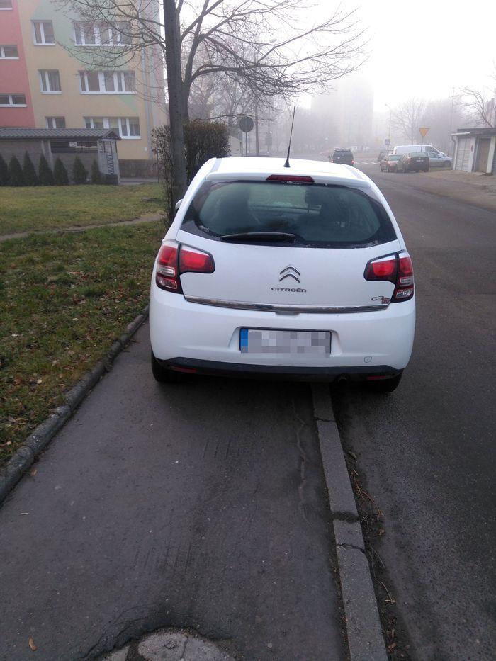 """Jelenia Góra: Oto """"mistrz"""" parkowania"""