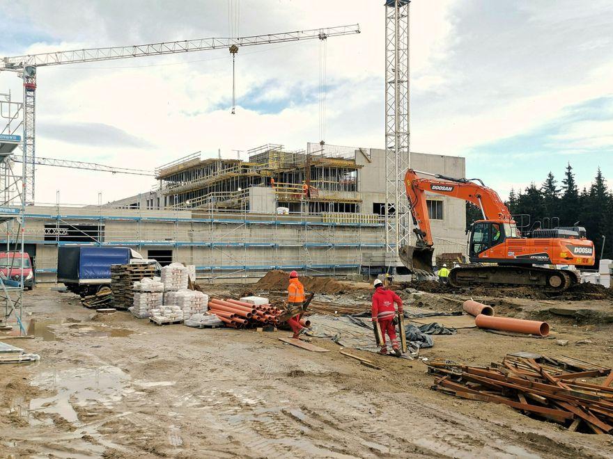 Polana Jakuszycka: Budowa na Polanie z rozmachem