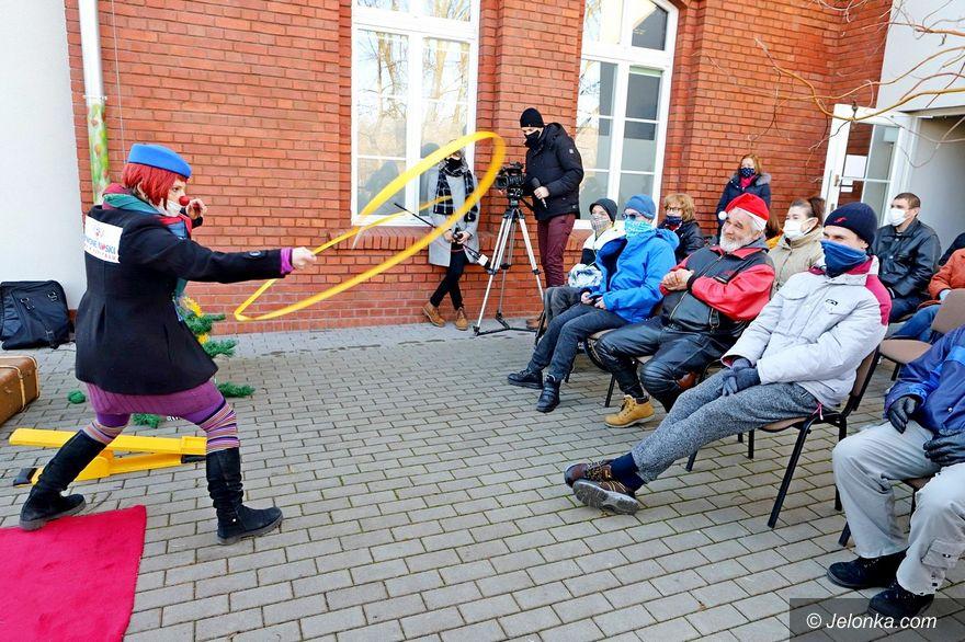 Jelenia Góra: Z klaunami przy Środowiskowym Domu Samopomocy