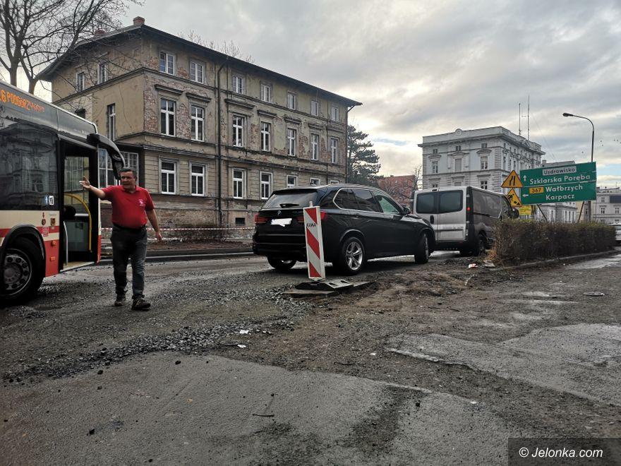 Jelenia Góra: Przez brak wyobraźni, zablokowana była ulica