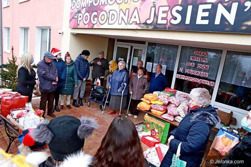 Jelenia Góra: Świąteczne paczki dla seniorów