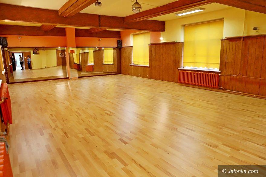 Jelenia Góra: Nowy parkiet w sali tanecznej