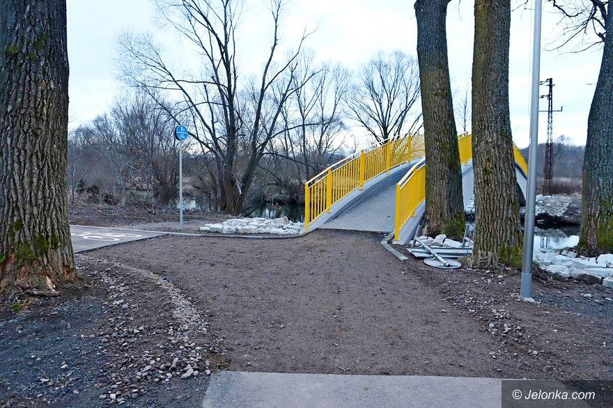 Jelenia Góra: Poprawiają mostek nad Bobrem