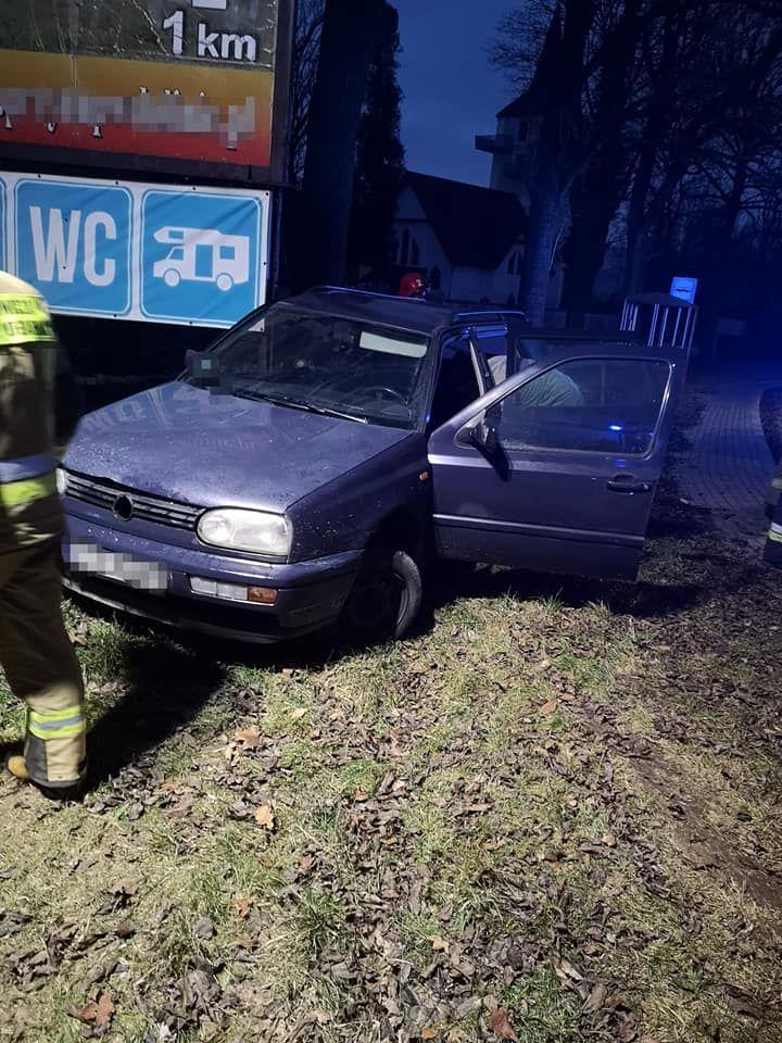 Radomierz: Auto wypadło z drogi