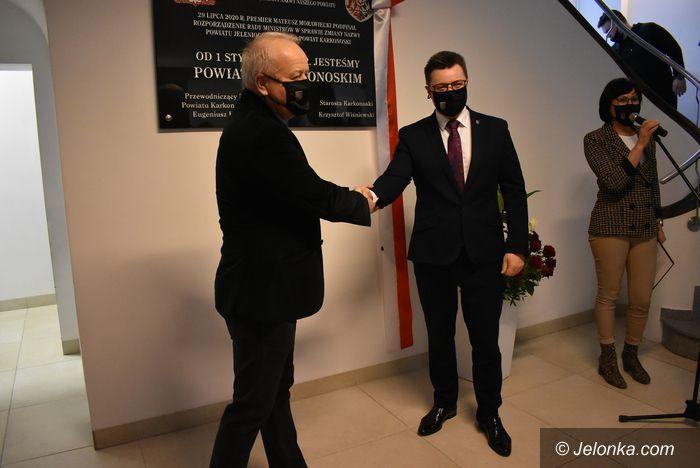 Powiat: Tablica na pamiątkę zmiany nazwy powiatu odsłonięta