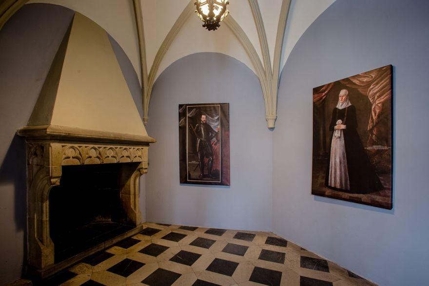 Wałbrzych: Przodkowie z portretów patrzą na zamek Książ
