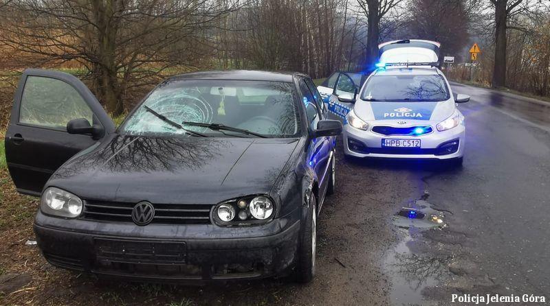 Powiat: Pijany kierujący uszkodził znaki drogowe i odjechał