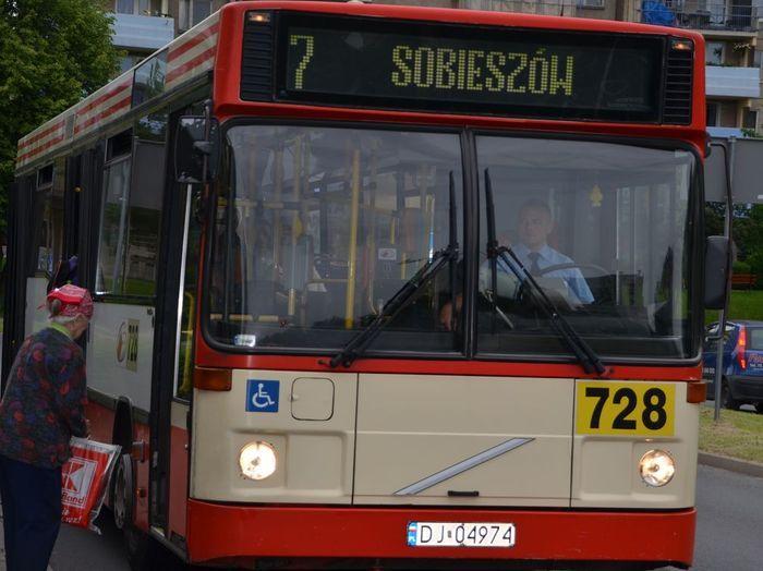 Jelenia Góra: Kierowca miejskiego autobusu to nie policjant