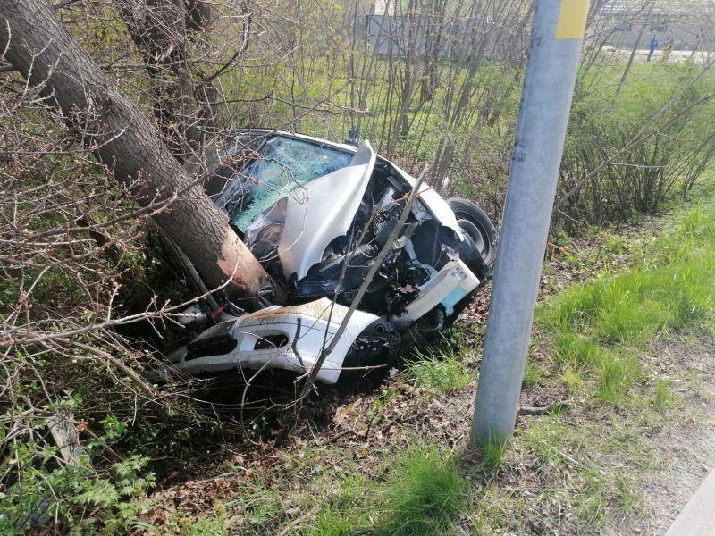 Region: Uciekając rozbił auto