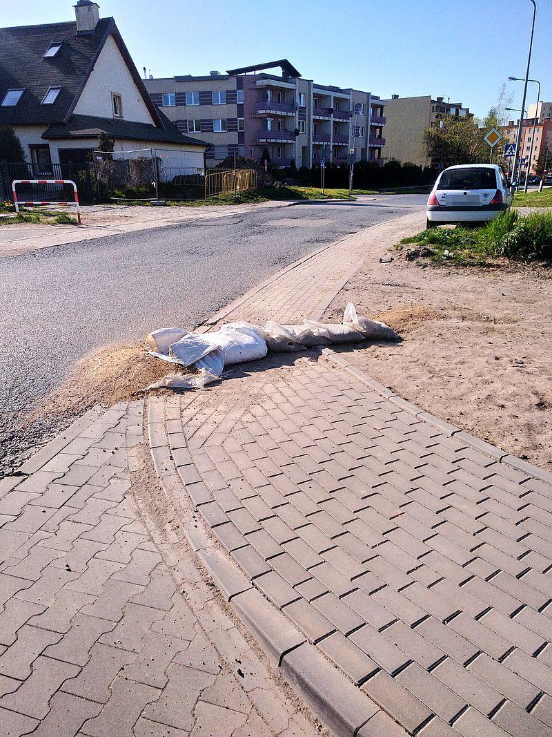 Jelenia Góra: Zagrożenie minęło, a worki z piaskiem zostały...