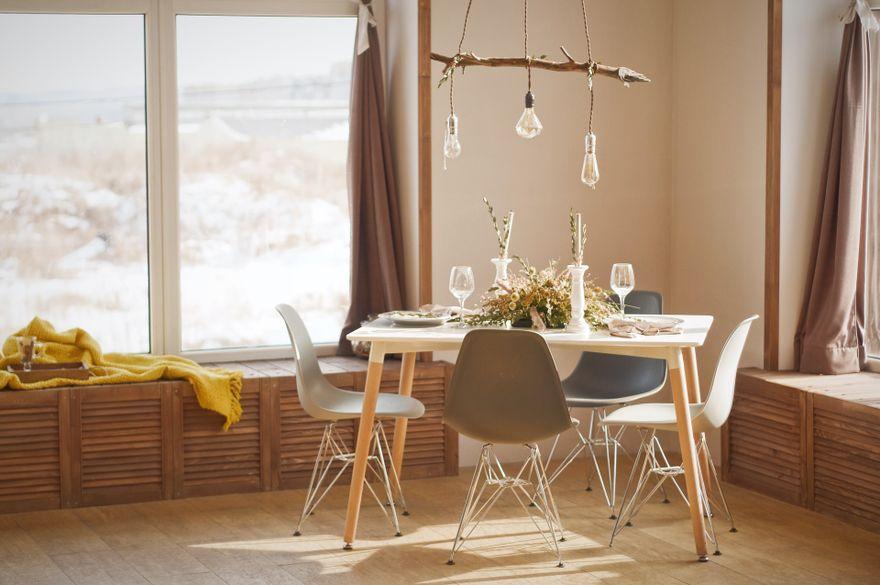Polska: Stylowe krzesła tapicerowane – jakie wybrać do jadalni i salonu?