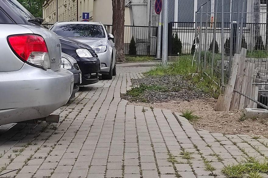 Lwówek Śląski: Problem z chodnikiem