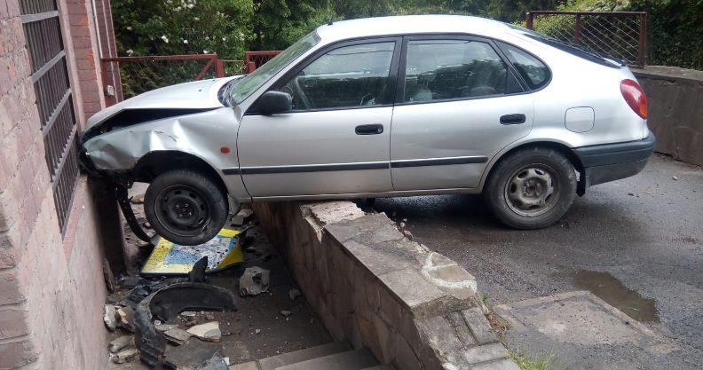 Złotoryja: Wjechał autem w sanepid