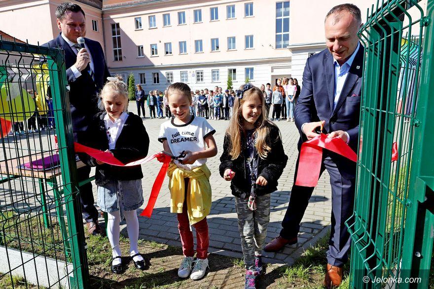 Jelenia Góra: Wstęga przecięta – dzieci mogą się bawić